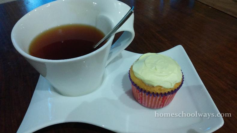 Pumpkin tea and cupcake