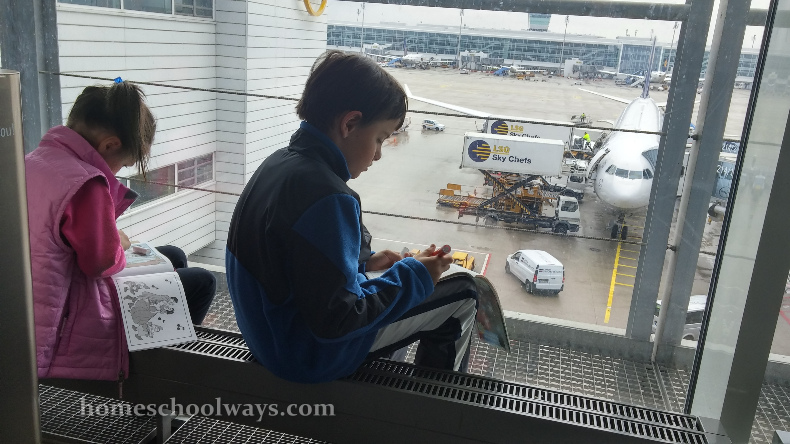 Children drawing in Munich airport